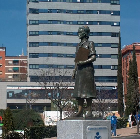1r monumento a la enfermería, Cáceres
