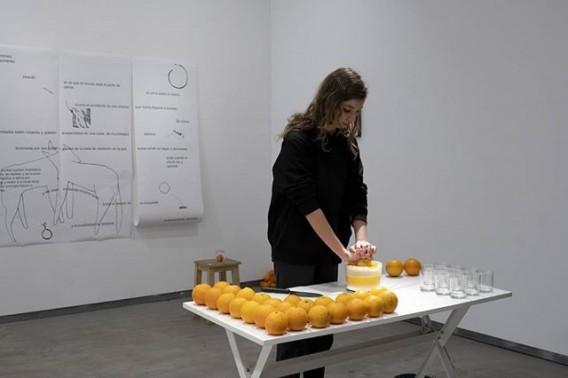 """""""Alabanza a las naranjas que crecieron al sol y te vieron marchar (puedes venir a mi casa cuando quieras)"""", Olalla Hidalgo Gómez"""